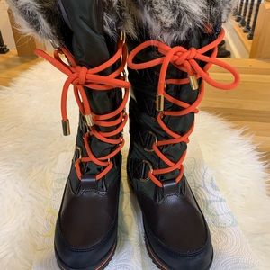 Guess Shoes - LIKE NEW Guess Tall Lace Up Snow Boots